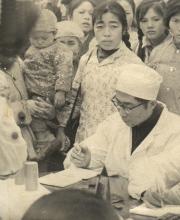 79年12月,我院医务人员坚持经常深入农村开展巡回医疗服务