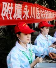 志愿者为朱沱洪水受灾人民义诊